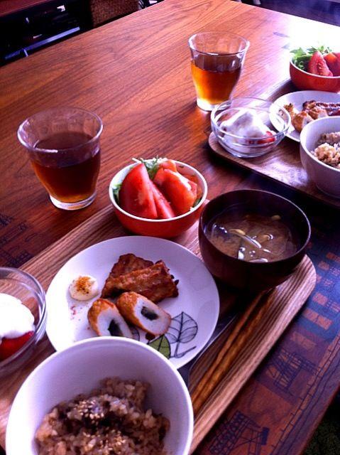 あるもので - 3件のもぐもぐ - 舞茸ごはん、茄子ともやしの味噌汁、サーモンサラダ、さつま揚げ、イチゴヨーグルト by chirarhythm