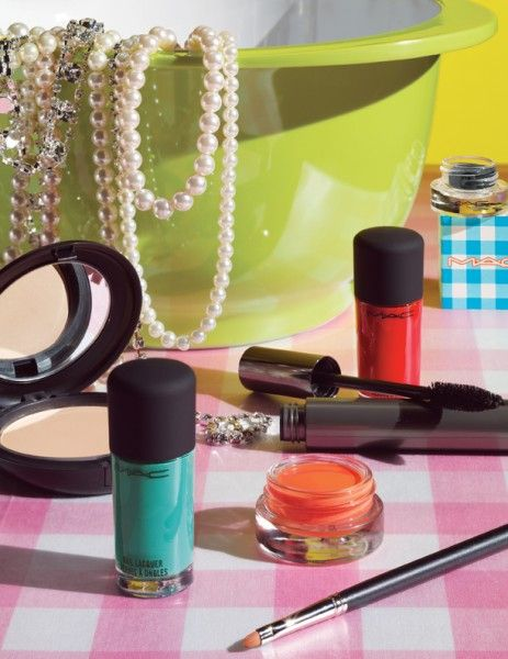 The right make-up to match your outfits | Which are the latest trends in make up this season?
