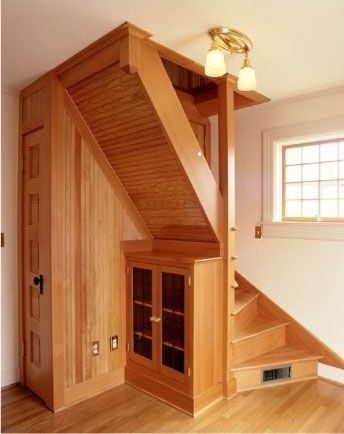 Space efficient stairs to attic.