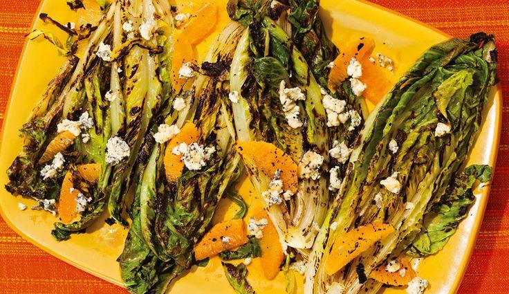 Gegrillter Römersalat mit Orangen, Gorgonzola und Orangen-Vinaigrette