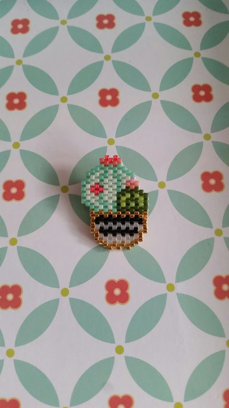 Broche cactus. Modèle mon petit bazar. Brick stitch miyuki