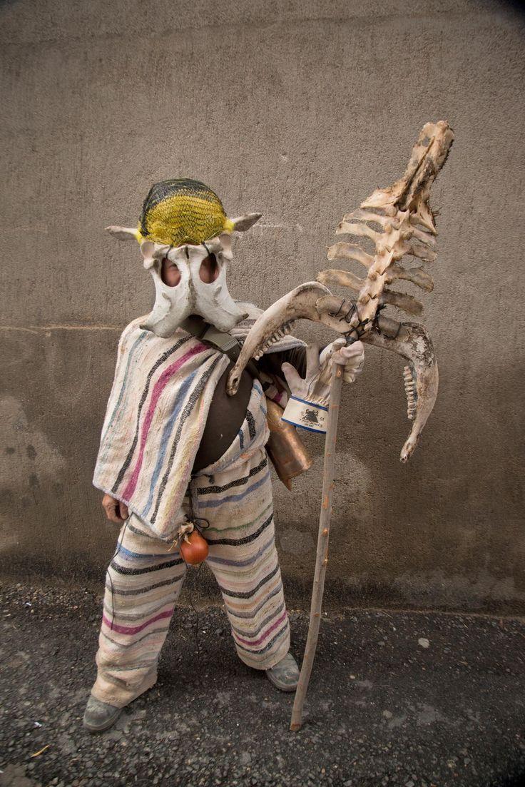 Cucurrumacho, máscara del carnaval de Navalosa, Avila 2014.