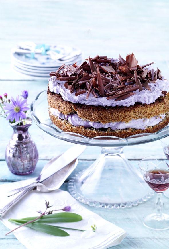 Rugbrødslagkage med blåbærfyld og chokoladespåner