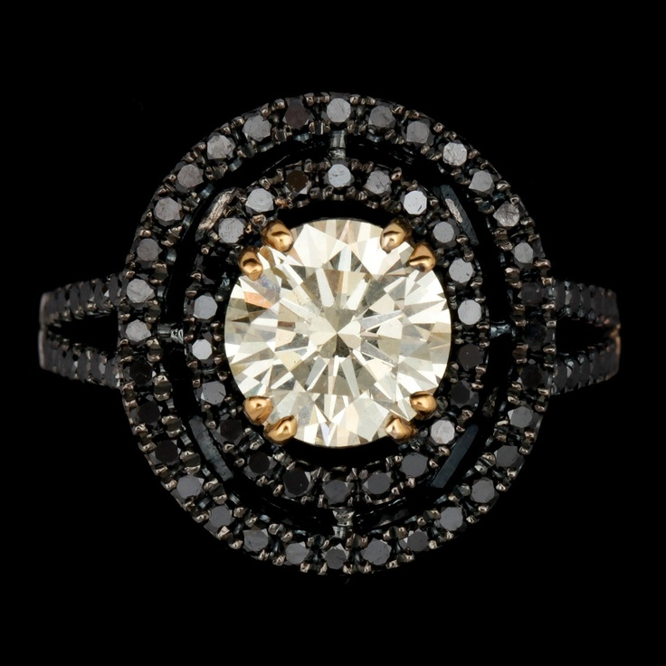 RING, briljantslipad diamant, 2.03 ct samt svarta briljantslipade diamanter, tot. 0.96 ct.. - Höstens Contemporary, Stockholm 570 – Bukowskis