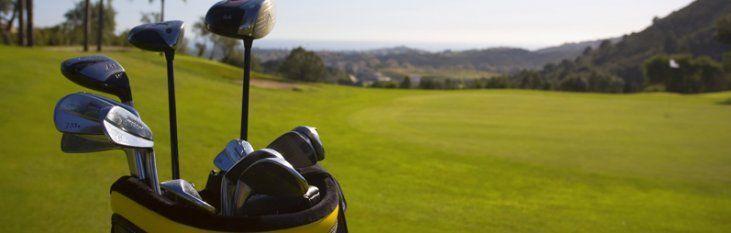 Golfen wordt steeds populairder onder Spanjaarden. Bekende Spaanse golfers zijn José Mari Olazábal, Sergio García en Severiano Ballesteros (overleden in 2011). In Spanje vind je meer dan 350 golfbanen, die dan ook zowel lokale golfers als veel toeristen aan trekken. Vooral Engelsen golfen veel in Spanje.