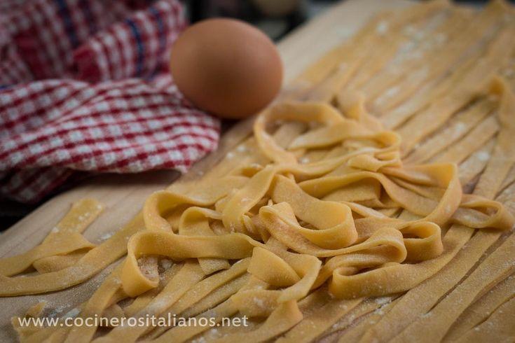 Lánzate a hacer pasta fresca en casa. Verás qué es más fácil de lo que crees y más con los consejos y explicaciones de COCINEROS ITALIANOS.