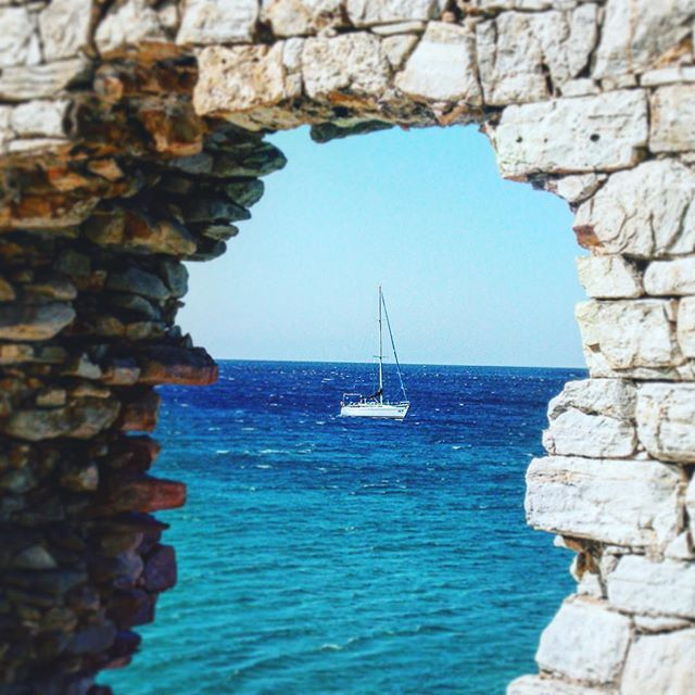 """Happy is the man who before dying has the good fortune to sail the Aegean Sea!"" -Nikos Kazantzakis #flordelamar #sailboat #sailing #sailyachts #sailingingreece #sail #visitgreece #aegeansea #sailaway #sailinglife #kgsailing"