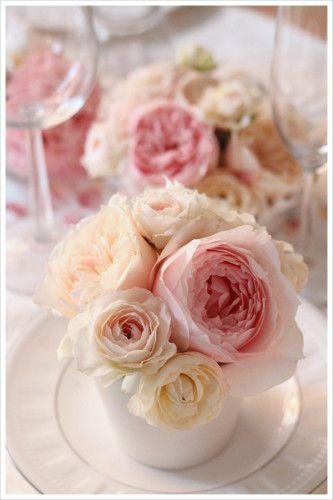 ゲストテーブルアレンジ。 パールのような上品な光沢のあるシンプルな陶器でお花を引き立てるデザインに。 wedding ,centerpiece,pink,cream,English rose