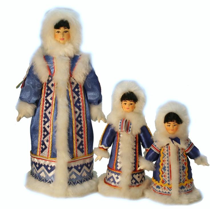 Ямало-ненецкий национальный костюм--Nenets- one of the folk in Russia . peninsula YAmal. 41000 people