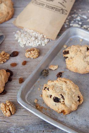 Biscotti con noci, uvetta e fiocchi d'avena / Cookies with nuts, raisins and oats