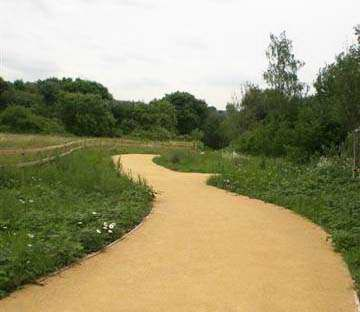 Goldpath Self Binding Gravel provides a sympathetic, attractive rich golden surface, which is easy to lay and maintain.