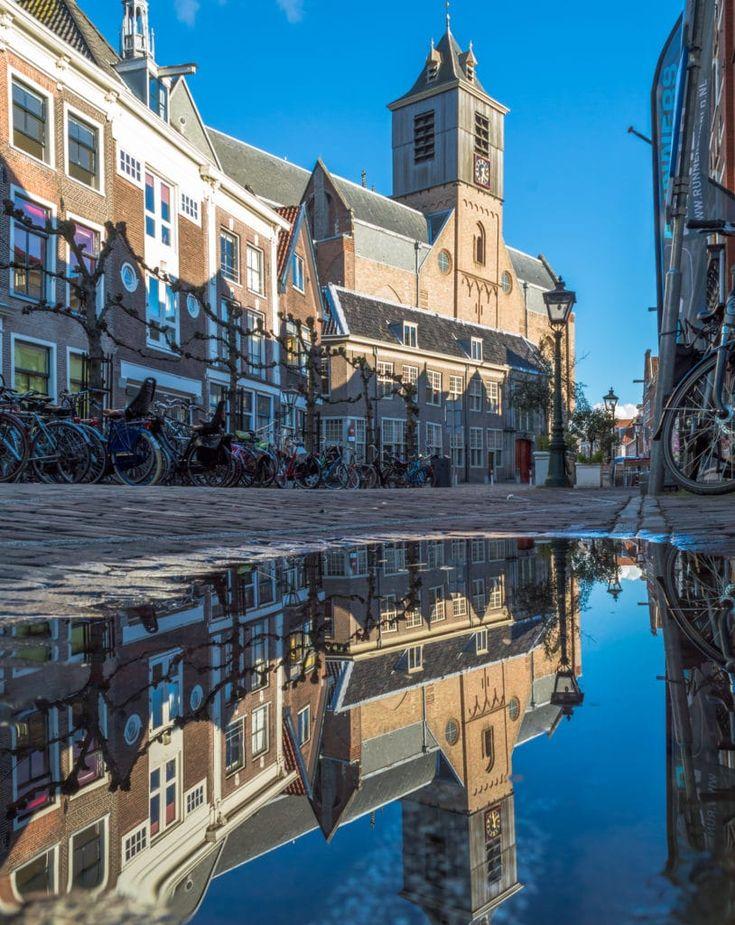 Bij de Hooglandse Kerk Leiden