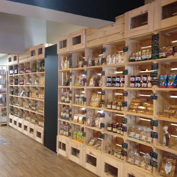 Tienda de productos naturales hecha con cajas fruta