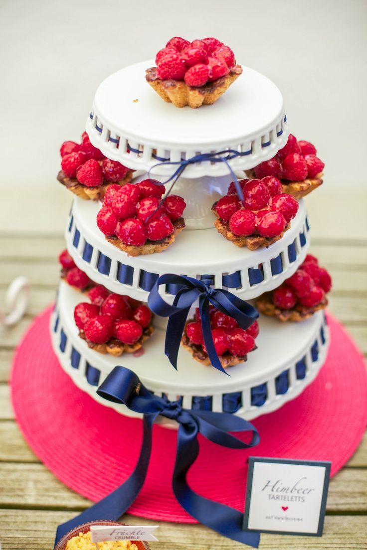 Hochzeit Sweet Table Hochzeitstorte fruchtig