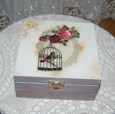 caja con pajarera