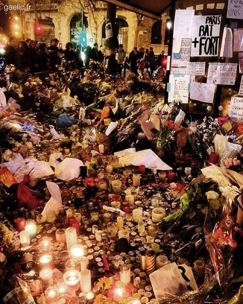 2015-11-18 #France #Paris #JeSuisParis #ParisAttacks #RueDeCharonne #hommage #tribute #report (à La Belle Equipe)