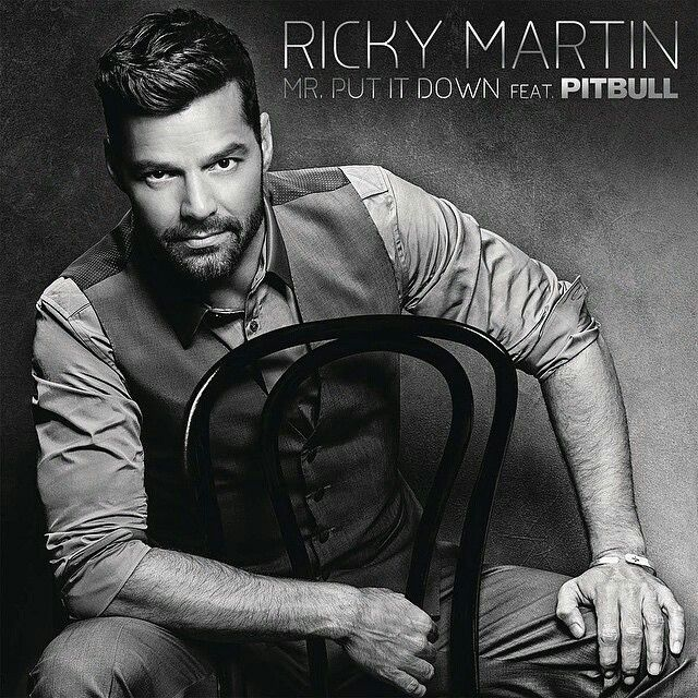 "@Regrann from by @rondenepr 6.23.15 | @ricky_martin se apodera de la posición #1 del listado ""Dance Club Songs"" de Billboard con su éxito #Mr.PutItDown"