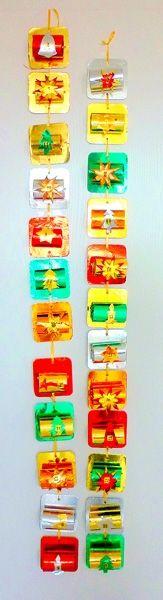 Um einen bunten Adventskalender im edlen Gold-Look selber basteln zu können, benötigen Sie neben 24 leeren WC-Rollen auch Goldpapier in verschiedenen Farben, 24 runde oder viereckige Bierdeckel, eine Schnur oder ein Geschenkband und einen Locher. Sollten Sie keine Bierdeckel vorrätig haben, können Sie auch aus fester Pappe 24 Förmchen in Bierdeckel-Grösse ausschneiden. Nun werden die Bierdeckel einseitig mit Goldpapier beklebt. Die WC-Rollen können Sie etwas kürzer schneiden und ebenfalls…