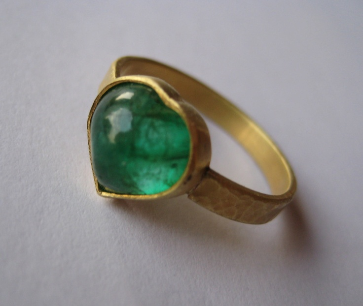 What Colour Is An Emerald Ring