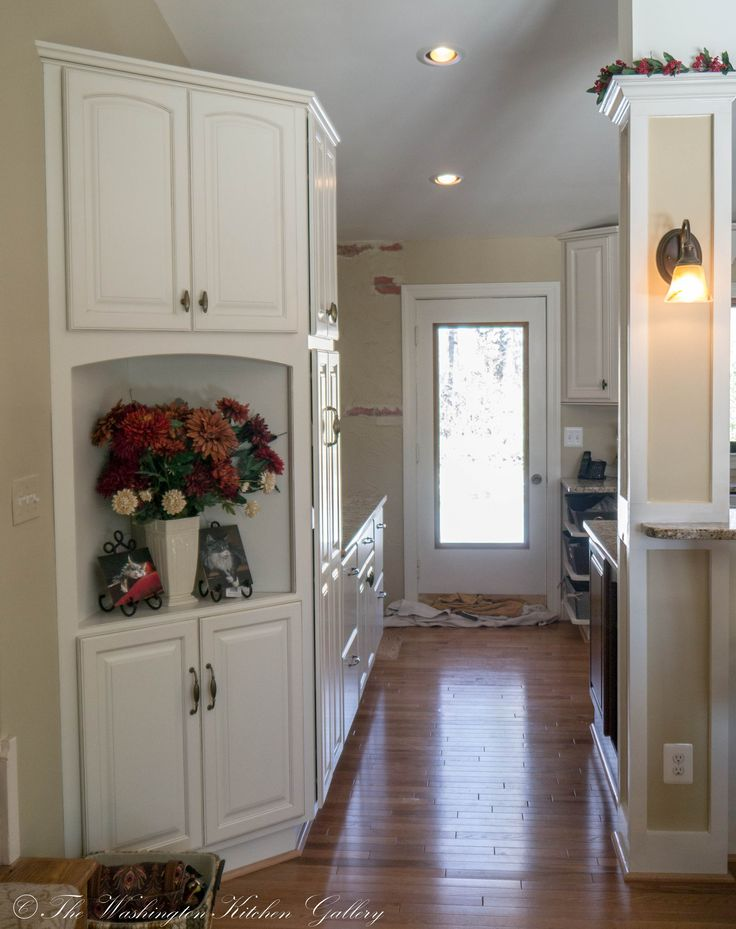 Here s a nice shot of the hutch  Oxford   Paint Grade   Soft Cream with. 447 best  DP  Painted Showplace Cabinetry   Showplace Cabinets
