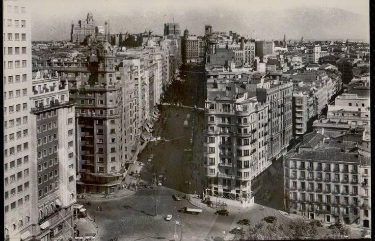 Vista de Gran Vía desde la Torre de Madrid hacia 1960 (de Heliopatía española)
