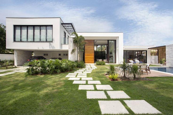 Casa - Fachada: Casas modernas por Amanda Miranda Arquitetura