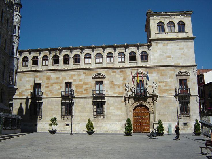 Palacio de los Guzmanes, sede de la Diputación Provincial de León, Camino de Santiago