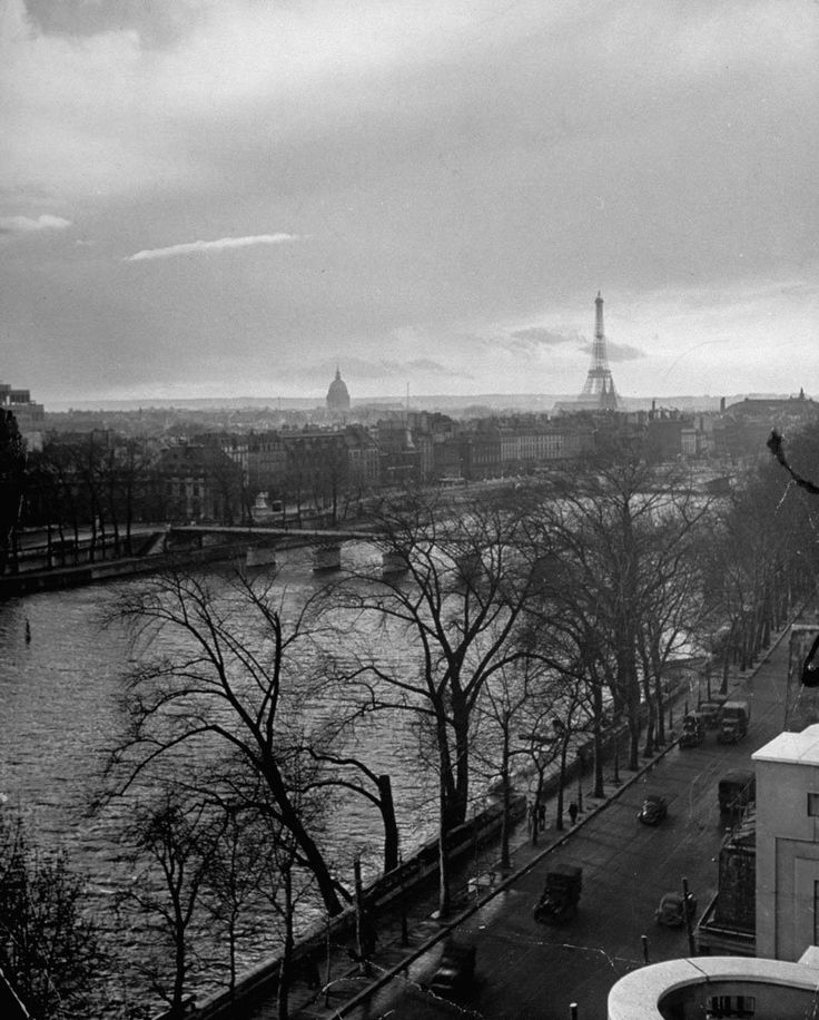 View along Quai du Louvre (today Quai François Mitterrand) down the Seine toward Ponte Des Arts with the Eiffel Tower in the distance, 1946. Ed Clark