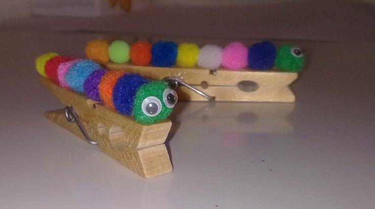 Bruchi chiudipacco, con mollette di legno e pon pon colorati