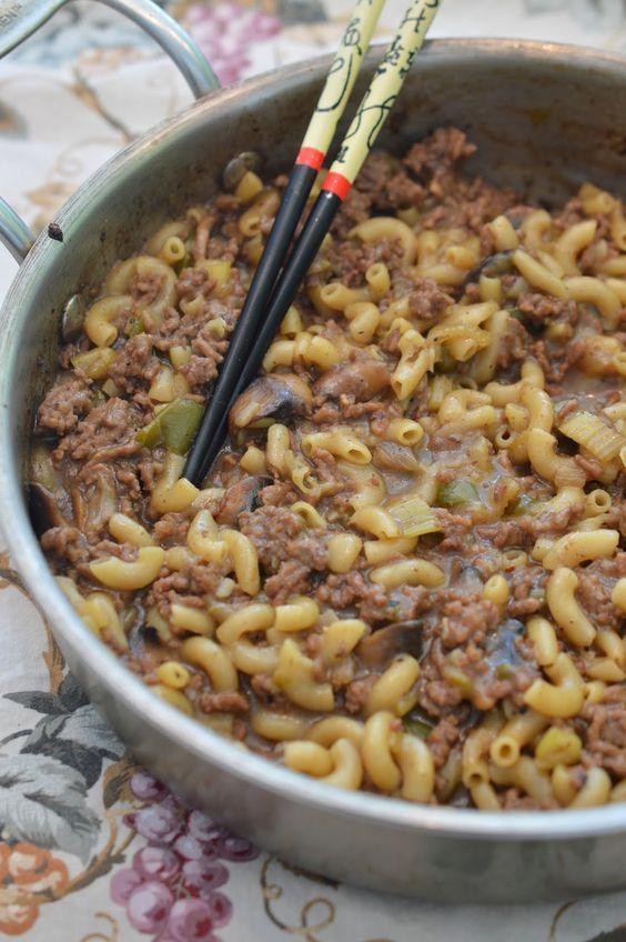 Ah le macaroni chinois, un classique qui vient autant de la chine que le pâté chinois j'imagine! Peu importe le nom, c'est bon et ça fait to...