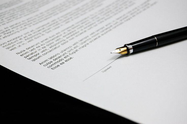 Umowy ślubne - zobacz, jak nie dać się oszukać! - Podpisywanie różnych umów przed ślubem to w zasadzie bardzo naturalna i oczywista czynność. Nie da się zaprzeczyć, że takie umowy stanowią zabezpieczenie dla obu stron – zarówno zleceniodawcy, ale również zleceniobiorcy. Osoba zlecająca ma w pewnym sensie pewność, że zlecenie zostanie... - http://www.letswedding.pl/umowy-slubne-zobacz-dac-sie-oszukac/