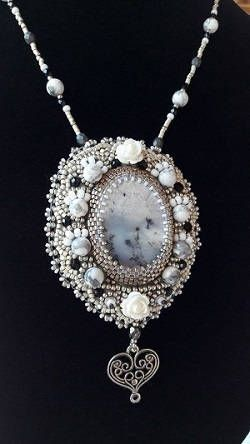 Dew bead embroidery necklace