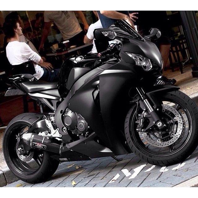 Clean All Black Cbr 1000rr Like And Tag A Fan Winter Clothing Sale Hoodies 30 T Shirts 15 Shop Www Bi In 2020 Honda Cbr 1000rr Honda Fireblade Custom Street Bikes