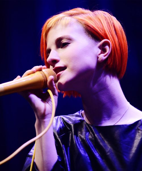 Hayley Williams short hair