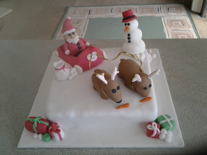 Xmas cake decorations made by me and my special friend Georgia :-) Arnt they cuuuuute hehe
