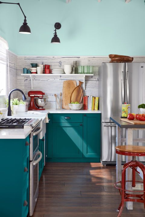 Dark teal cabinets - The deep and rich blue-green hue looks gorgeous when paired with a variety of hardware choices, color palettes, and kitchen aesthetics from modern to country—no one wonder it's a favorite