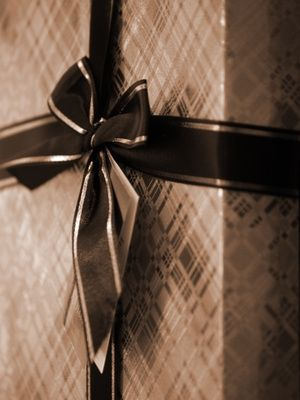 Elegant Gift Wrapping Ideas for Christmas or Birthdays