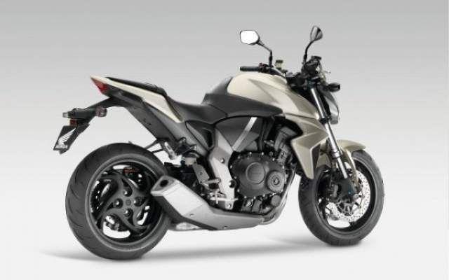 Honda CB4 Naked 2016 http://theautosin.com/2015/11/23/city-adventure-concept-a-scooter-for-all-roads/honda-cb4-naked-2016/
