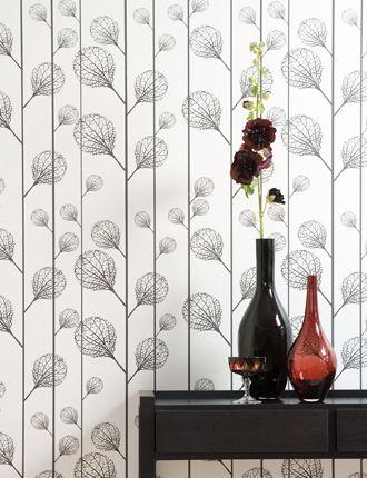 Um papel de parede é uma ótima forma de adicionar detalhes a um hall de entrada.