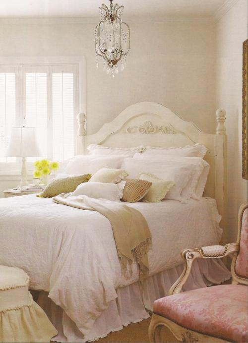 Cottage style, love the bedspread but could do without some of the other decore