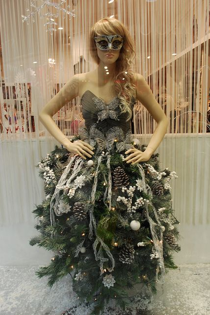 Christmas Window Display by Marybootrixie, via Flickr