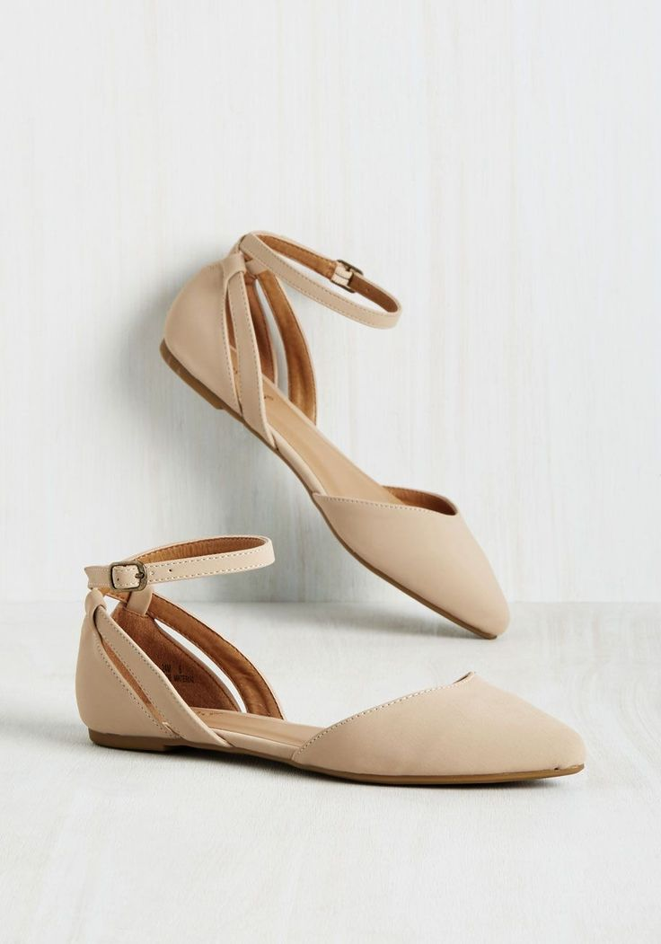 Pep Ahead of the Game Flat in Sand. If finding fab footwear was a sport, youd be an all-star in these faux-leather flats! #cream #modcloth