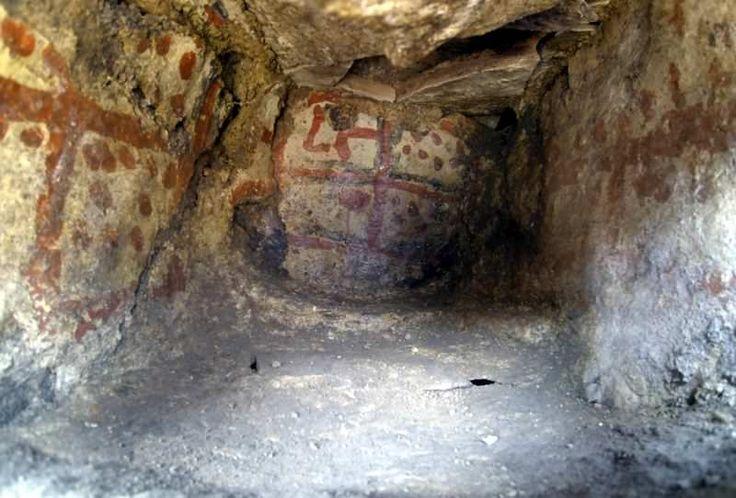 Kütahya  Seyitömer Höyüğü'nde sürdürülen kurtarma kazılarında, 5 bin yıllık mekanın içerisinde duvarlara hayvan ve insan figürü ile çeşitli geometrik şekiller