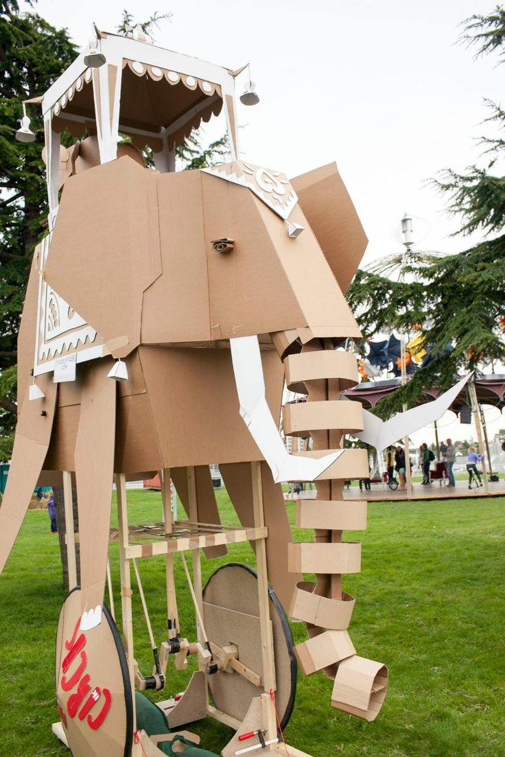 cardboarders elephant @ het circus