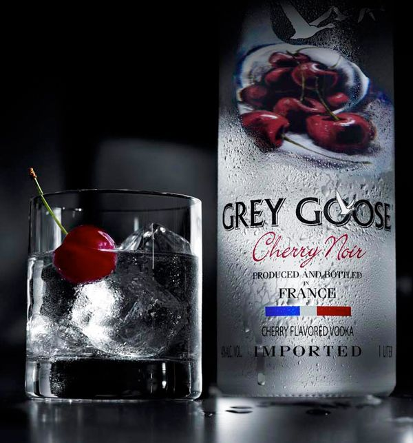 how many calories in an ounce of grey goose vodka