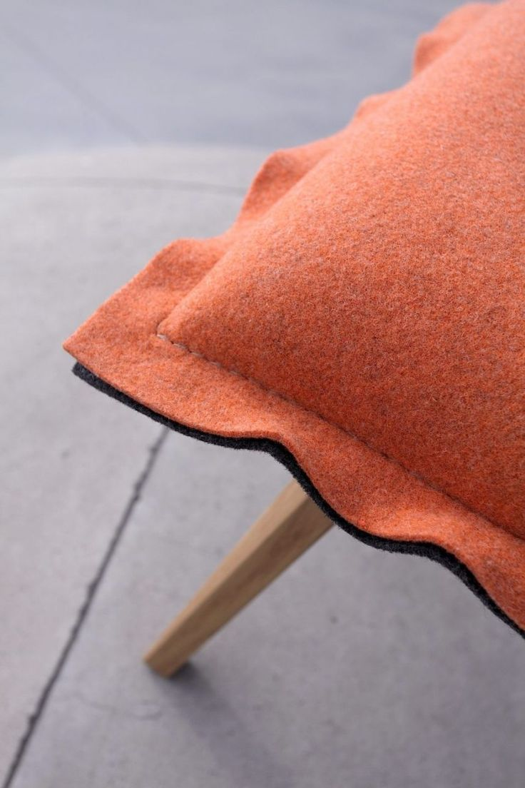 A heavyweight, woollen felt - Walt in a pallette of colours ranging from monochromatic heavily  saturated to melange-pastel. An interesting proposition for  designers, as a fabric for creative solutions in unique  interiors. Used by Swarzedz Home on their Skey stools.