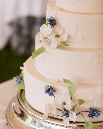 Can you guess the state flowers that adorn this couple's cake?