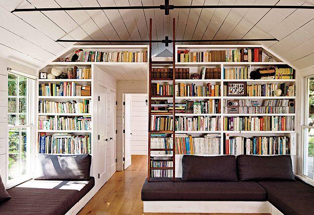 Leuk idee voor zithoek met inbouw bank en inbouw boekenkast