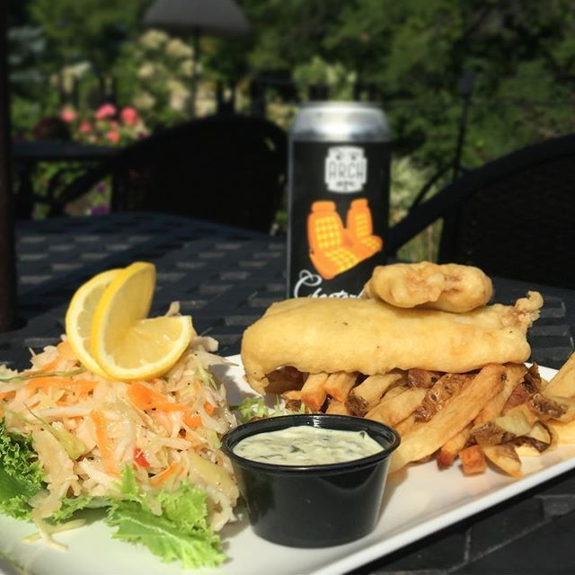 #featureoftheday #dailyspecial #fishandchips #fish 🐟 #fries #chips #coleslaw #patio