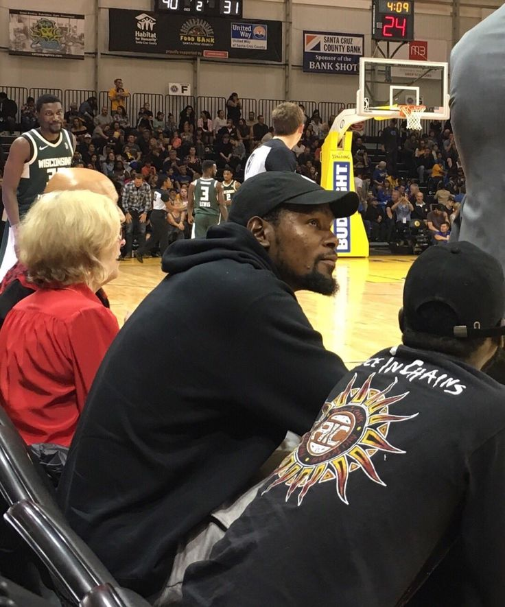 #KevinDurant of the golden state warriors attend the Santa Cruz warriors game on Friday November 10th.